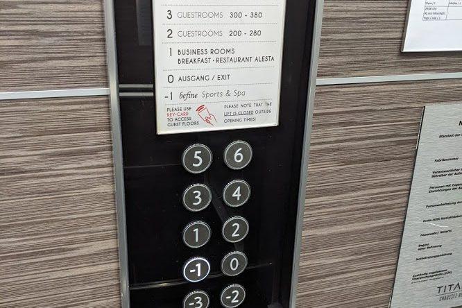 Fahrstuhl zum befine Spa Chausseestraße